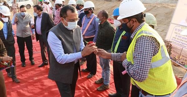 Coal miners greet Chairman of Coal India