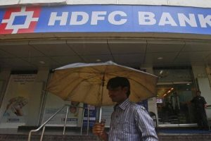 HDFC Bank faces glitches again; says 'looking' into issue