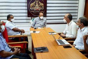 BPCL Kochi Refinery team greets Industries Minister, Govt. of Kerala